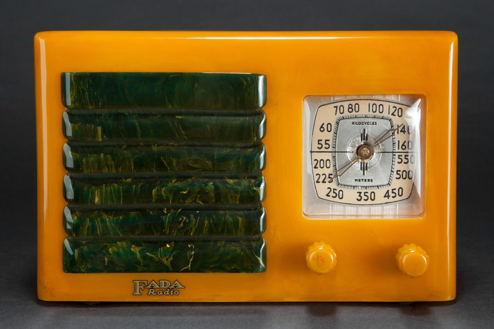 FADA 5F60 Catalin Radio Yellow with Blue Insert Grill